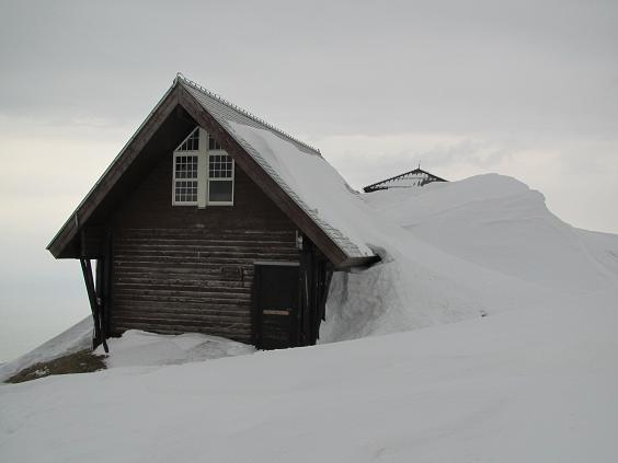 雪多い山頂