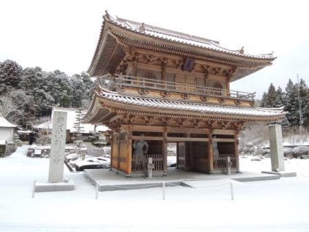 龍文寺山門 雪