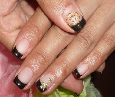 シンプル黒フレンチニコちゃんネイル