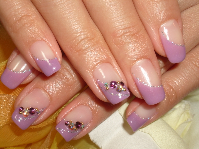紫斜めフレンチゴージャスネイル