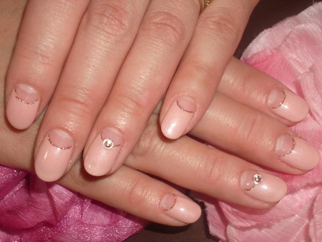 ピンク逆フレンチネイル