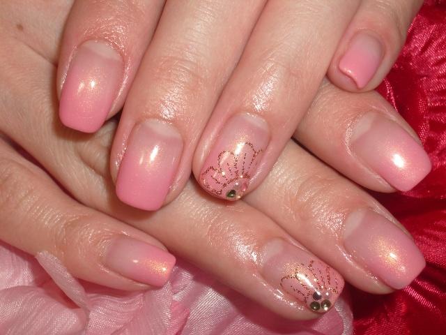 ピンクカラーグラデーションラメお花ネイル
