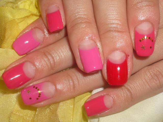 3色ピンクカラーフレンチ☆ニコちゃんネイル