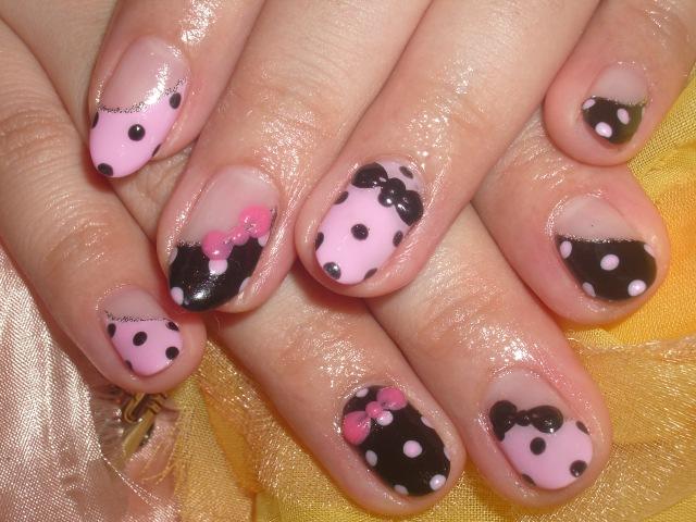 ピンク×ブラックエロかわいいドットネイル