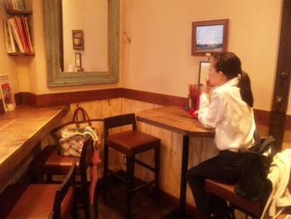 おすすめのお店 おいしいハンバーガー EAST VILLAGE  池袋東口 ネイルサロンマジーク池袋店 鈴木雅子100422
