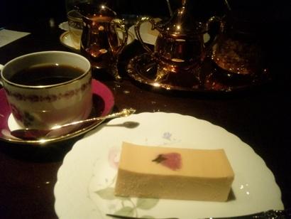 喫茶店 池袋東口 皇琲亭 おいしいコーヒー スイーツ さくらのチーズケーキ ネイルサロンマジーク池袋店 鈴木雅子100408