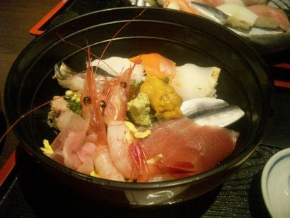 おいしいランチ 池袋東口 海鮮丼 魚禅 ネイルサロンマジーク池袋店 鈴木雅子110129