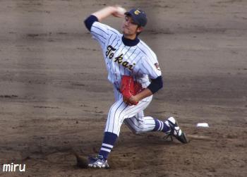 1塁側から菅野投手