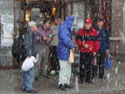 雪の降りしきるオジロン出入り口