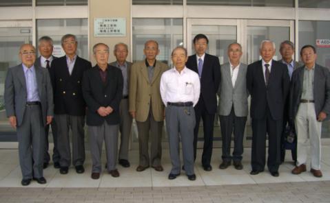 福井大学工学部機械工学科校舎前にてm34同窓会