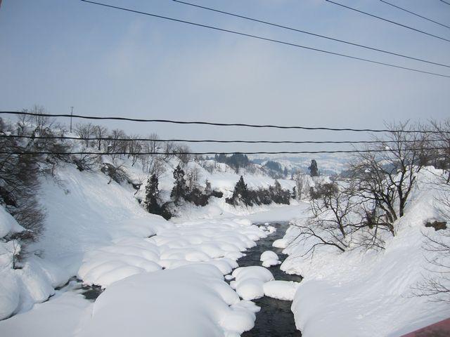 川の雪景色