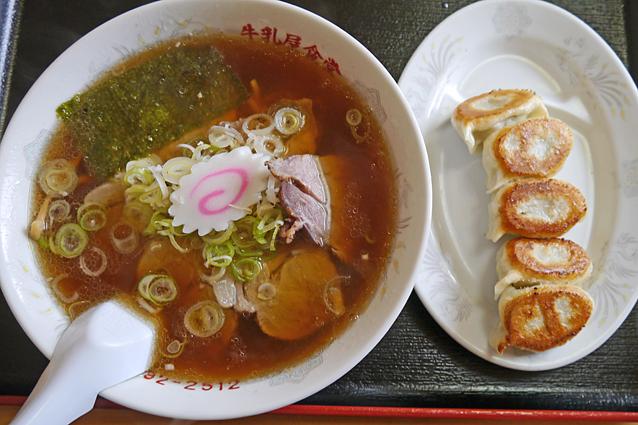 牛乳屋ラーメン・餃子3