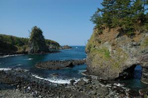 巌門と鷹の巣岩