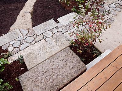 デッキと庭石w