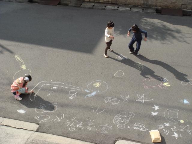 道路にお絵描き