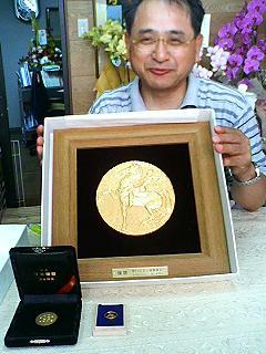 (1)040603キンカメ・ダービーメダル