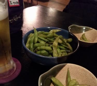 お通しの枝豆はボリュームあり