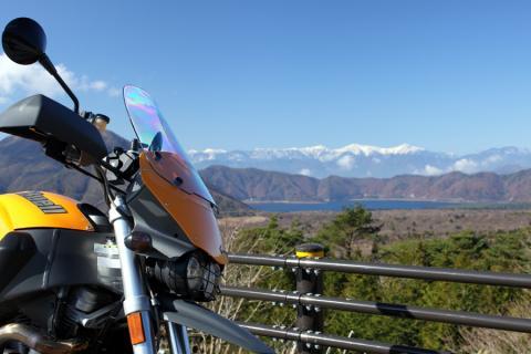 樹海から本栖湖と南アルプス