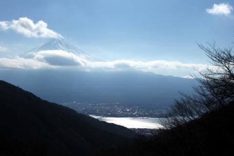 御坂山から河口湖と富士