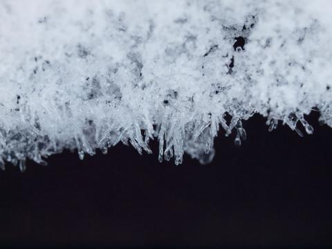 流れまわりの結晶