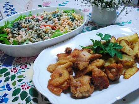 サラダパスタと鶏の唐揚げ