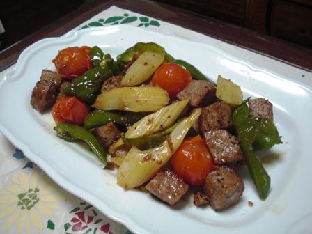 サイコロステーキと焼き野菜