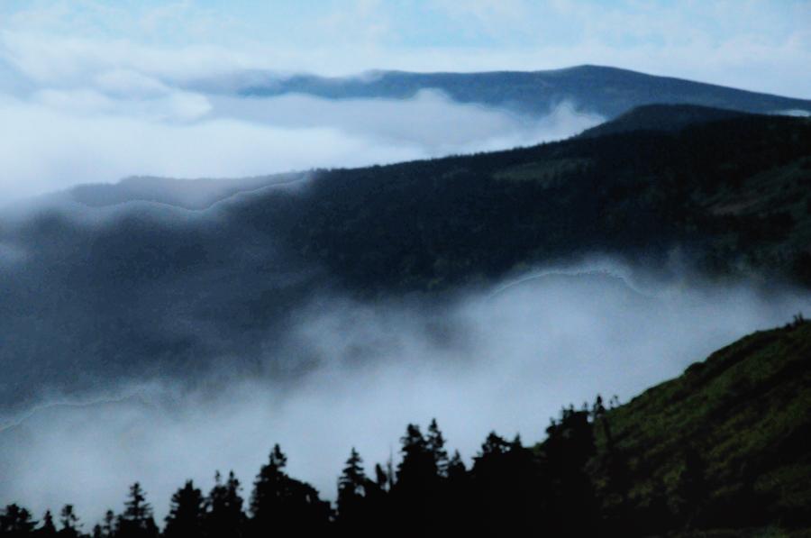 雲湧く山並み
