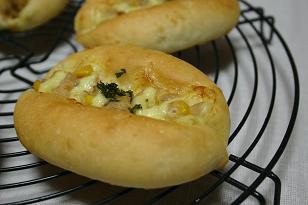 保ツナとコーンのパン