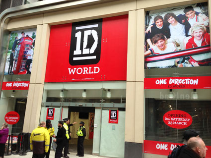 one-direction-world-leeds.jpg