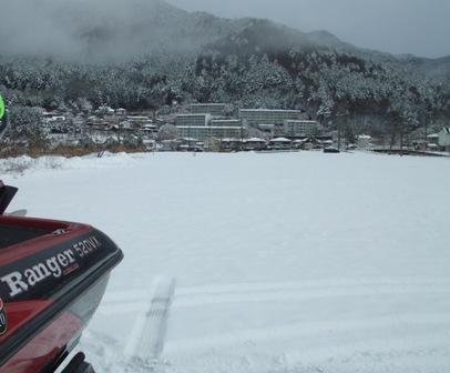 駐艇場は一面の雪だ