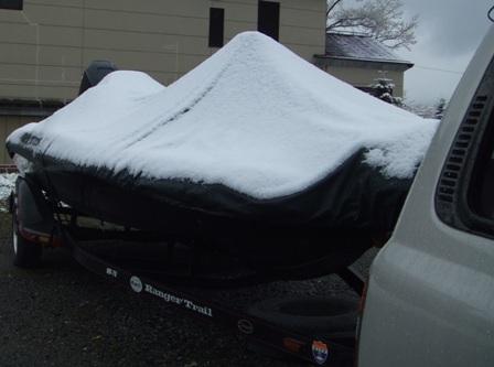金曜日の朝の雪。これでも十分萎える雪だが・・・