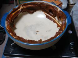 土鍋に味噌をぬります