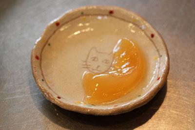 琵琶ゼリーの中から猫が♩