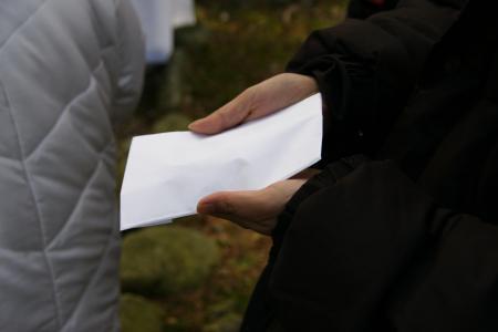 渡された紙