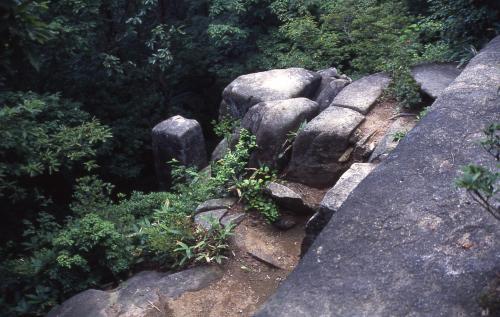神武岩上から見る