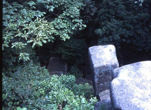 神武岩のくぼみ