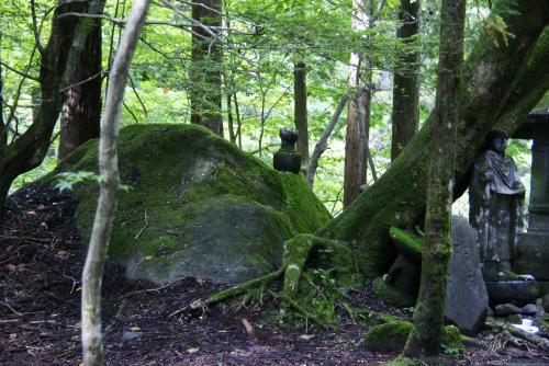 瀧尾神社影向石