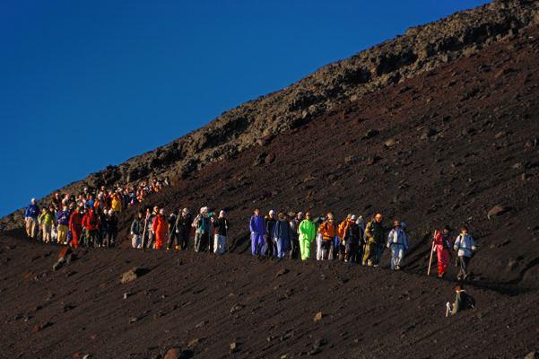 団体で登らなくても十分いけます。でも山小屋は予約しといたほうがいいかな