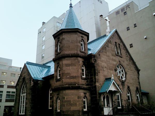 札幌市の中心に石造りの協会。ここはちゃんとした協会です。とても目立たない場所にあります
