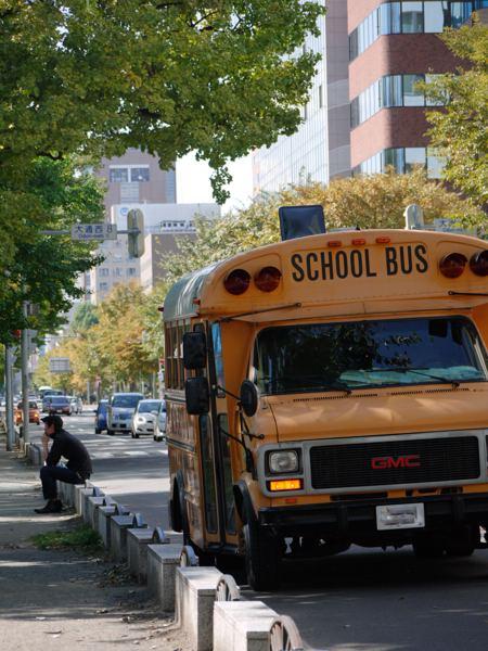 なんちゃってスクールバス。飲食店のらしいのですが、何に使っているんでしょう?