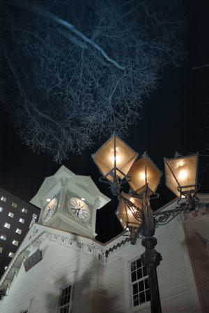 うーん、仕事帰りの夜景に逃げました。札幌名物時計台のありふれた構図
