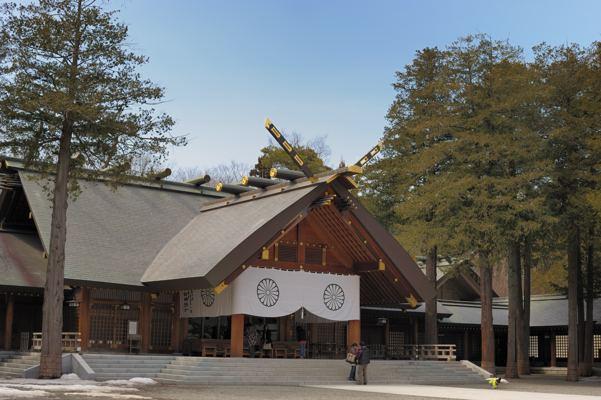こんな神社。ちょっと古い画像で名残雪もみえますけど