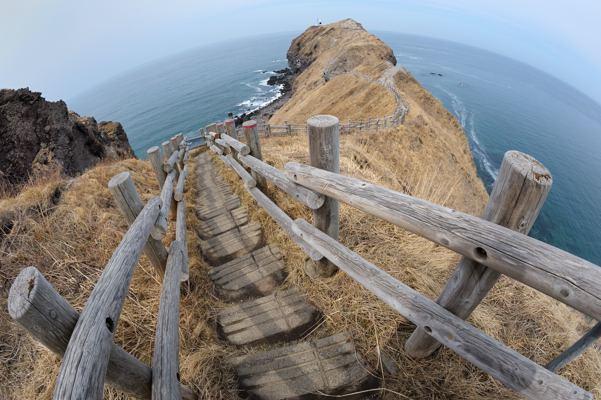 神威岬、さきっちょの点は灯台です
