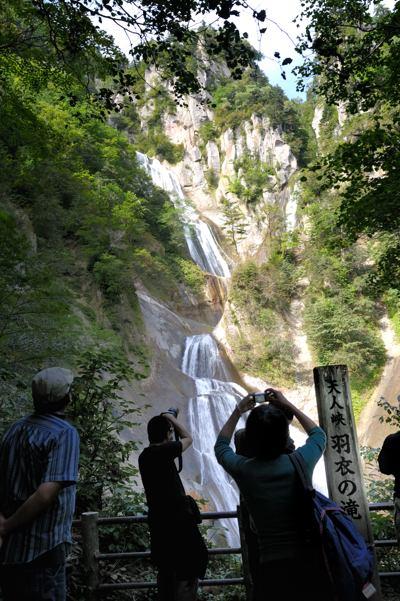 天人峡羽衣の滝。ほんとは昨日の話題の続きで写真に合ったことを書きたかったのですが・・・