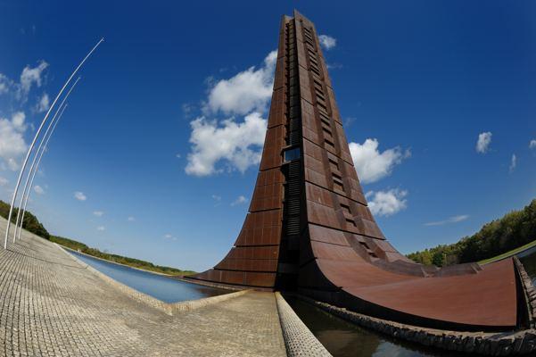 百年記念塔。先ごろまで危険立入り禁止でした