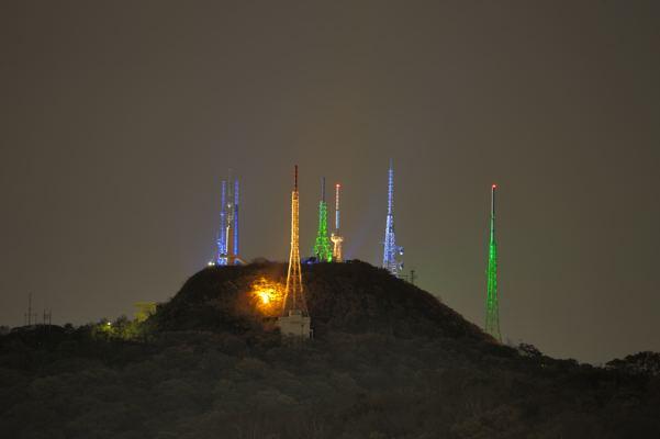 なんかの秘密基地みたい。室蘭の測量山のライトアップです。いつまで続くか不透明なので見たい方はお急ぎを