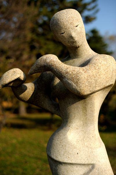 彫刻はフルートを吹いてるそうです