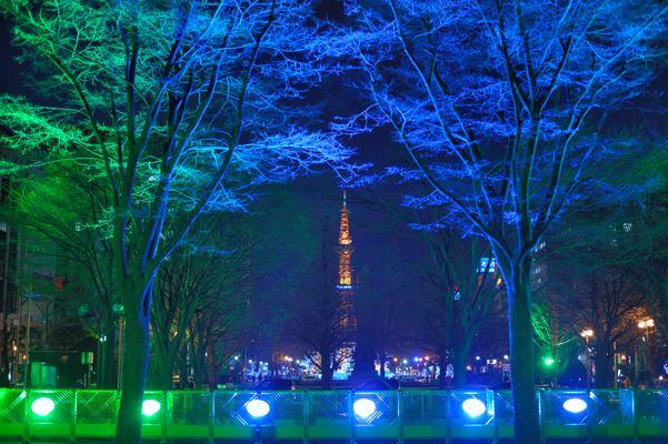 札幌大通公園の象徴のテレビ塔。でもこんな異質なのは売れません