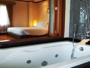 ザ シャレー プーケット ホテル (The Chalet Phuket Hotel)