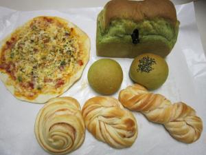 春の食材パン